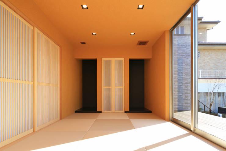 和室: 猪股浩介建築設計 Kosuke InomataARHITECTUREが手掛けた壁です。,