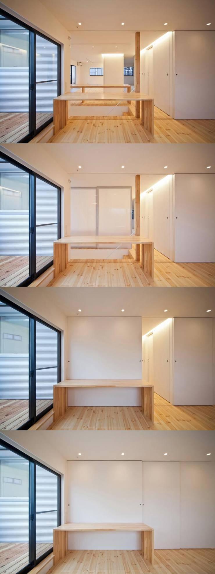 子供の成長や、ライフシーンに併せて七変化する子供スペース: 星設計室が手掛けた子供部屋です。,モダン 木 木目調
