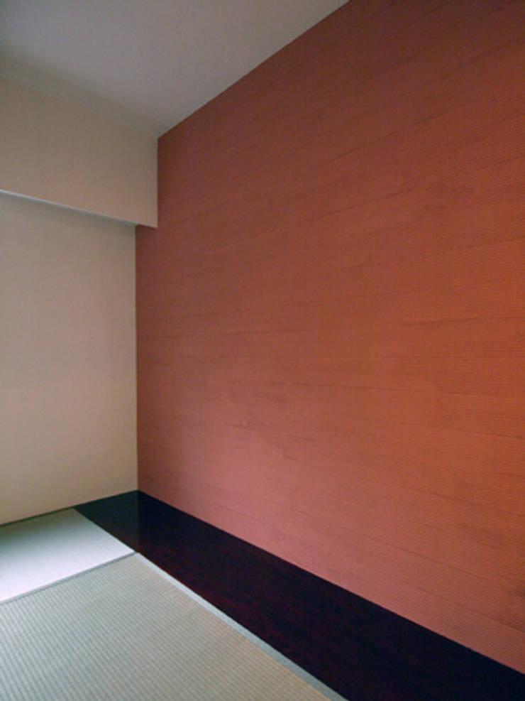 和室: 株式会社伏見屋一級建築士事務所が手掛けた寝室です。