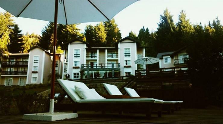 Hotel & Resort: Aldea Andina Resort: Hoteles de estilo  por Carolina biercamp,