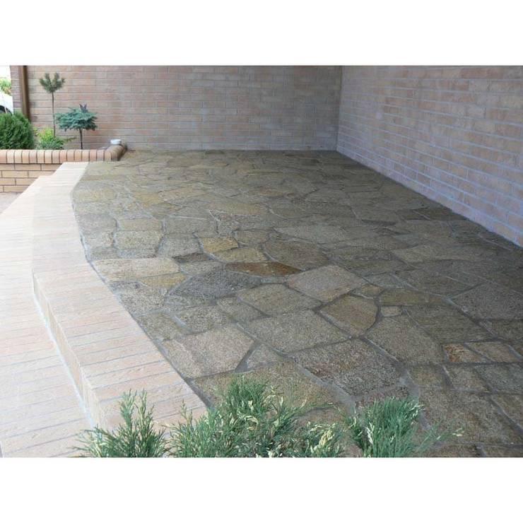 Gnejs szaro-beżowy: styl , w kategorii Taras zaprojektowany przez Kamienie Naturalne Chrobak ,Śródziemnomorski