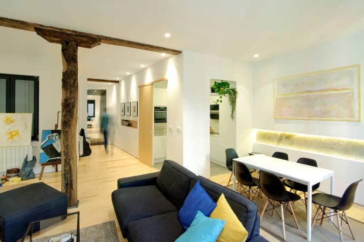 Reforma vivienda: Salones de estilo  de Garmendia Cordero arquitectos