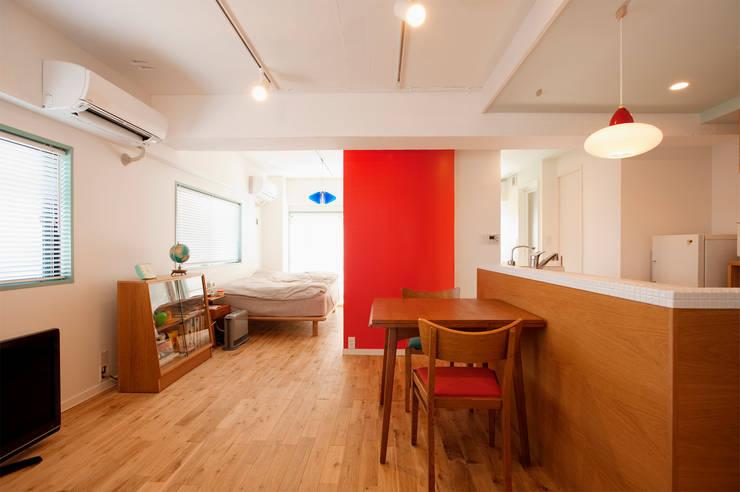 シンプルにナチュラルに暮す2人の家: 株式会社スタイル工房が手掛けたです。