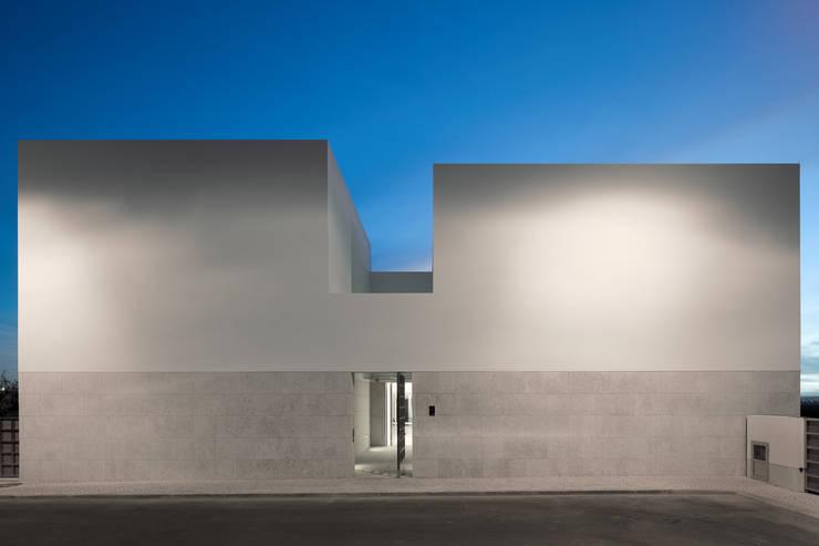 MOM - Atelier de Arquitectura e Design, Lda:  tarz Evler