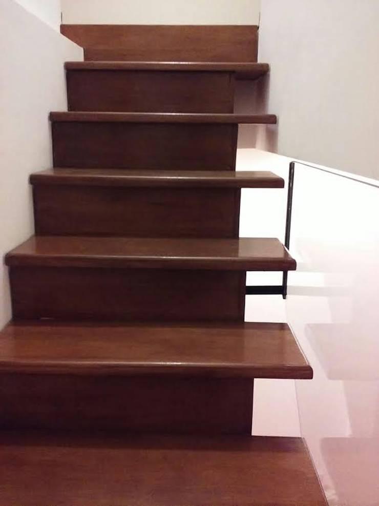 Corridor, hallway & stairs by Herrería Lucas