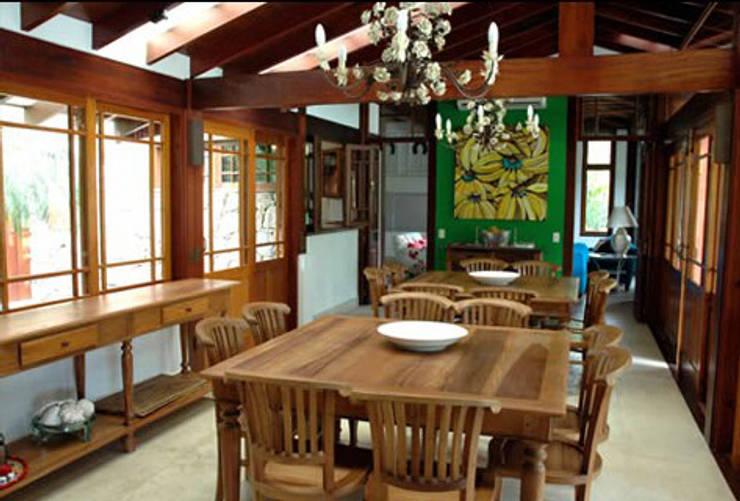 RESIDÊNCIA MA: Salas de jantar  por MADUEÑO ARQUITETURA & ENGENHARIA