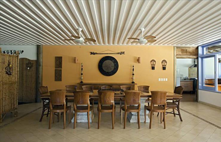 RESIDÊNCIA AG: Salas de jantar  por MADUEÑO ARQUITETURA & ENGENHARIA