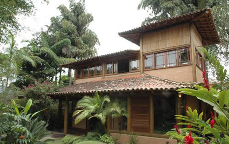 RESIDÊNCIA FM: Casas  por MADUEÑO ARQUITETURA & ENGENHARIA,