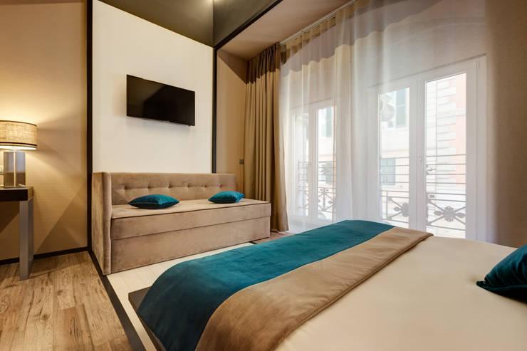 Camera matrimoniale: Hotel in stile  di FAUSTO DI ROCCO ARCHITETTO