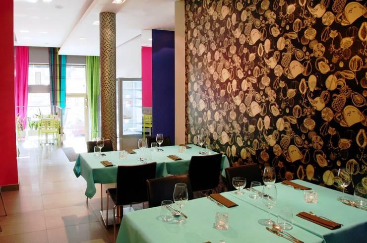 Fotografia - główna sala restauracyjna: styl , w kategorii Gastronomia zaprojektowany przez KOLORAMA,Wiejski