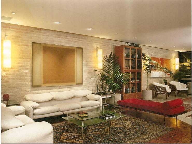Apto Barão de Capanema: Salas de estar  por Elisabete Primati Arquitetura,Moderno