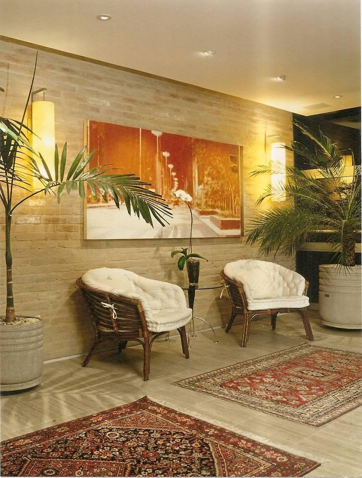 Apto Barão de Capanema: Salas de estar  por Elisabete Primati Arquitetura