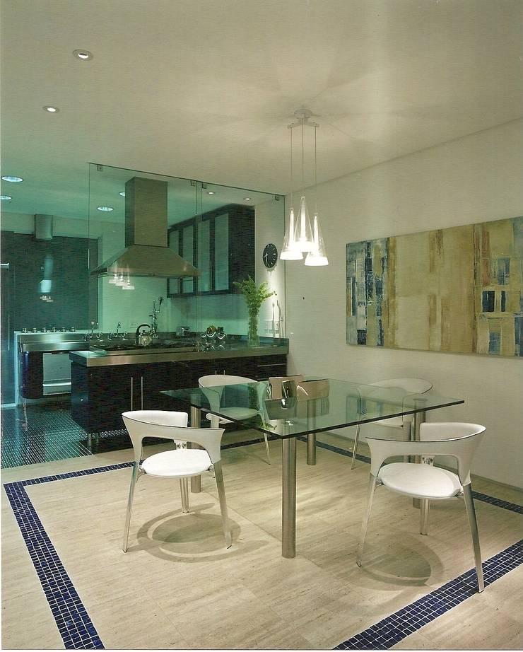 Apto Barão de Capanema: Cozinhas  por Elisabete Primati Arquitetura,Moderno