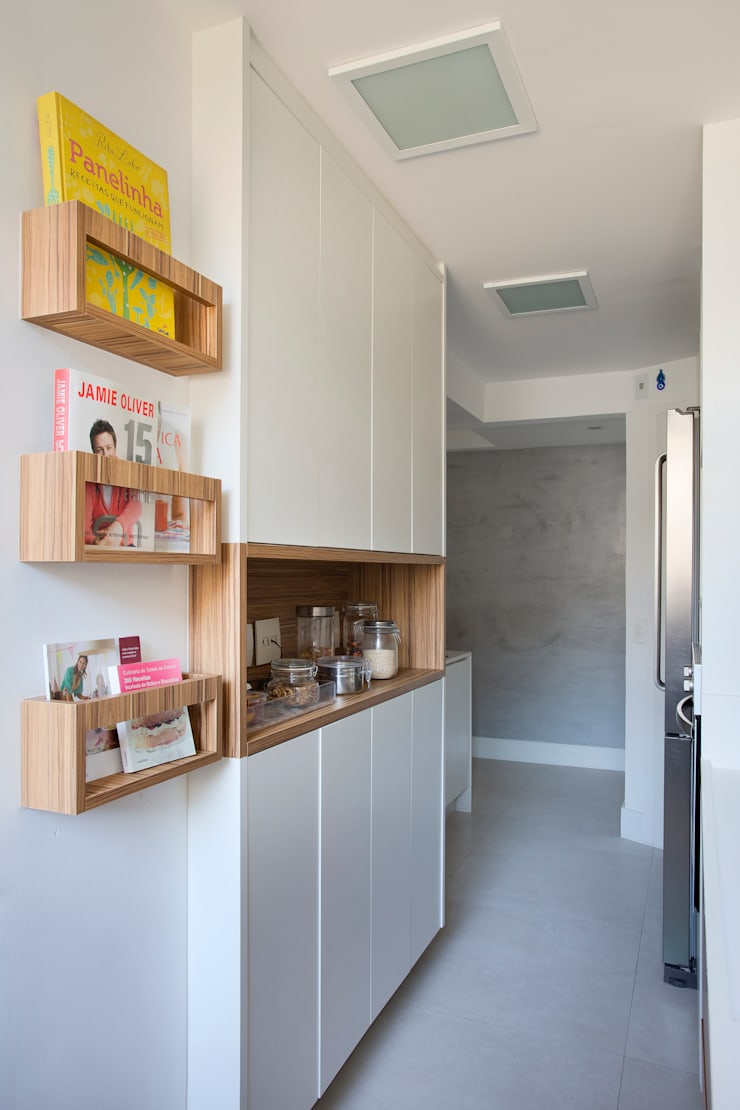 Cozinha gourmet: Cozinhas  por Carolina Mendonça Projetos de Arquitetura e Interiores LTDA