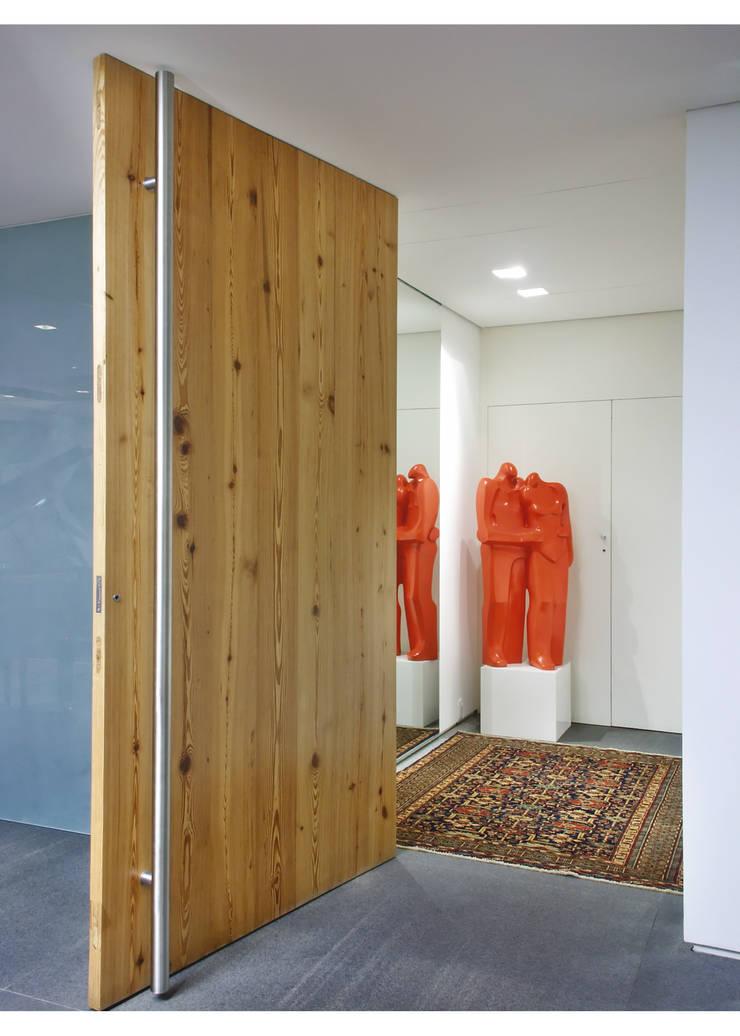 Apto Al. Campinas: Corredores e halls de entrada  por Elisabete Primati Arquitetura