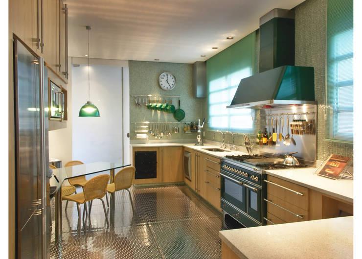Apto Al. Campinas: Cozinhas  por Elisabete Primati Arquitetura