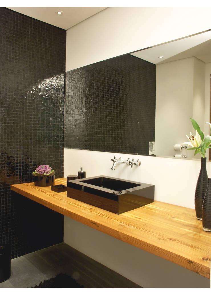 Apto Al. Campinas: Banheiros  por Elisabete Primati Arquitetura