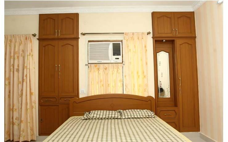 Wardrobes:  Bedroom by Aristolite