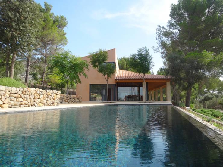 Casa Paddenberg: Piscinas de estilo moderno de miguelfloritarquitectura sl