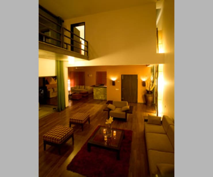 Chodha Residence:  Living room by Sanctuary,Modern