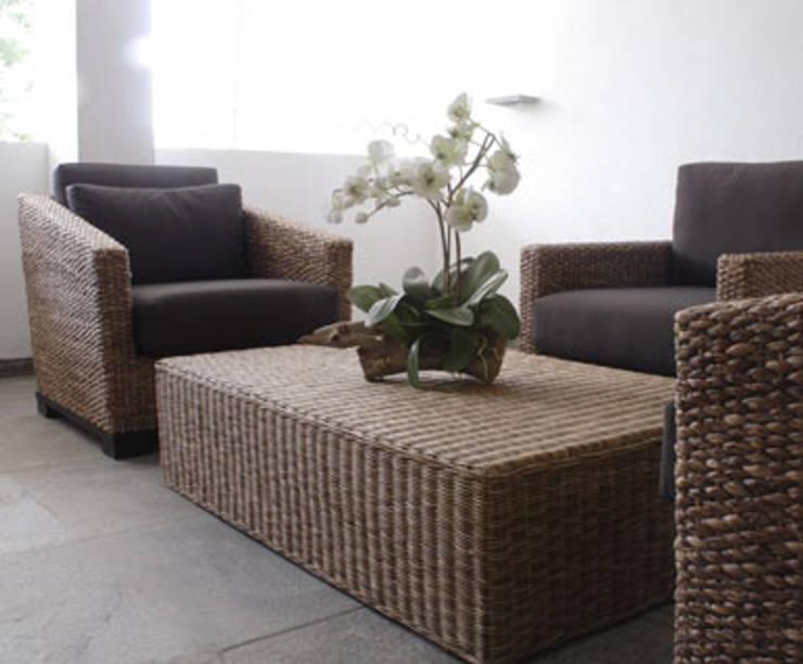 Shanmugham Residence: modern Living room by Sanctuary