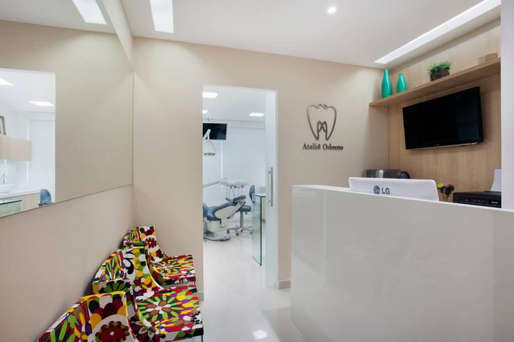 Consultório de Dentista: Clínicas  por Carolina Mendonça Projetos de Arquitetura e Interiores LTDA,