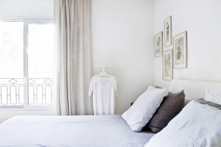 CASA EN SAN ISIDRO: Dormitorios de estilo  por Arq. PAULA de ELIA & Asociados