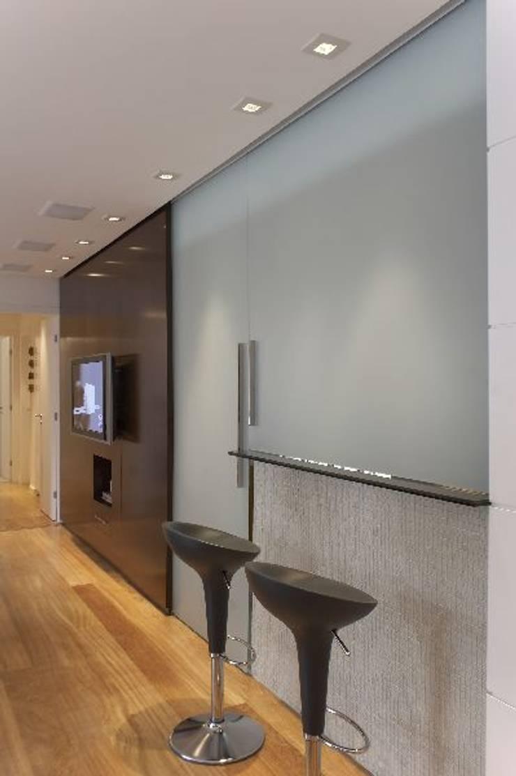 Apto Morumbi: Cozinhas modernas por Elisabete Primati Arquitetura