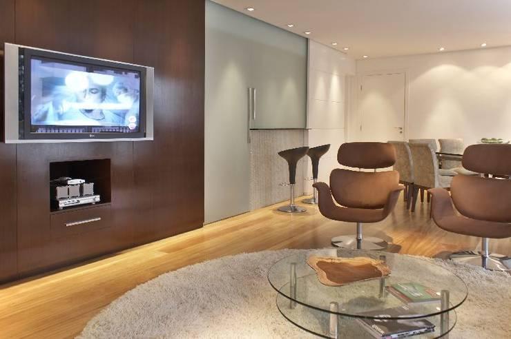 Apto Morumbi: Salas de estar modernas por Elisabete Primati Arquitetura
