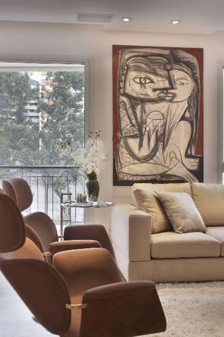Apto Morumbi: Salas de estar  por Elisabete Primati Arquitetura,