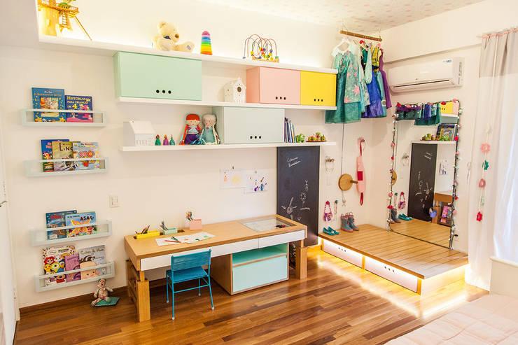Projekty,  Pokój dziecięcy zaprojektowane przez Hana Lerner Arquitetura