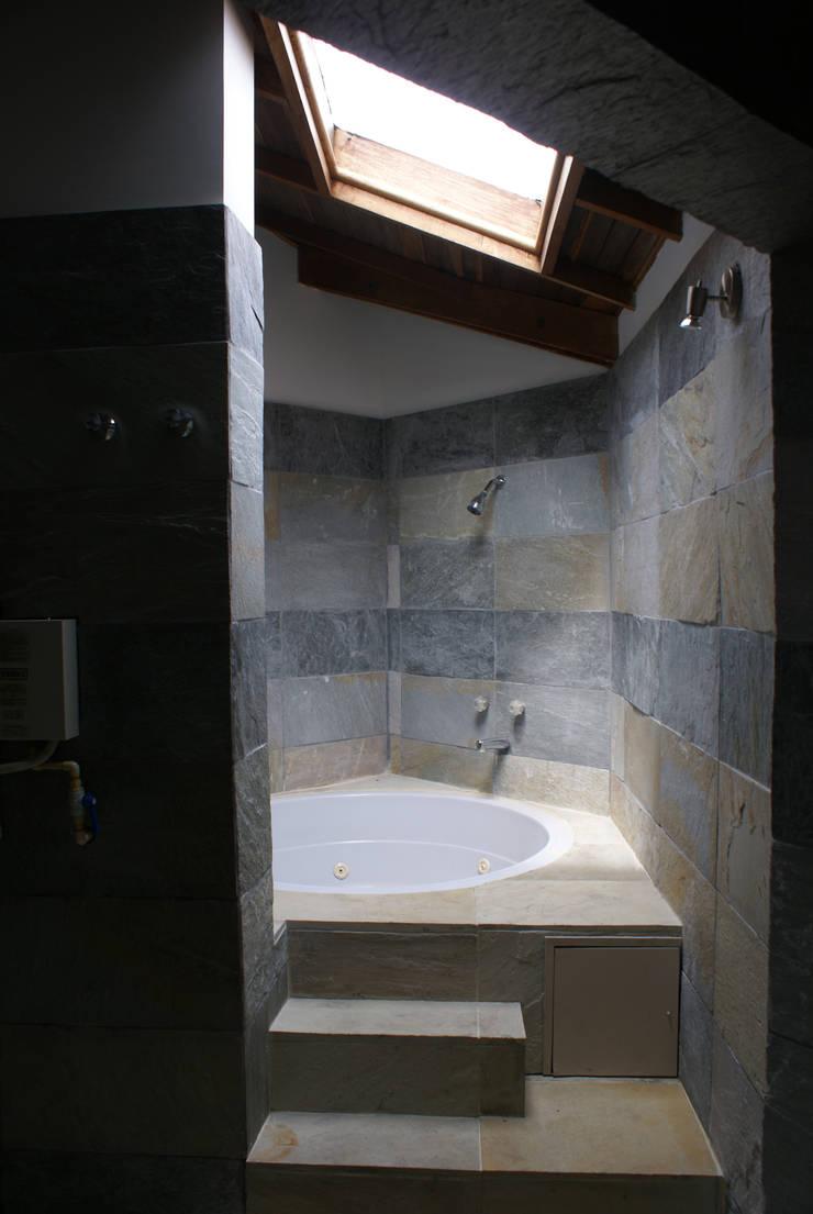 Remodelación Penthouse: Baños de estilo  por Vowen, Minimalista