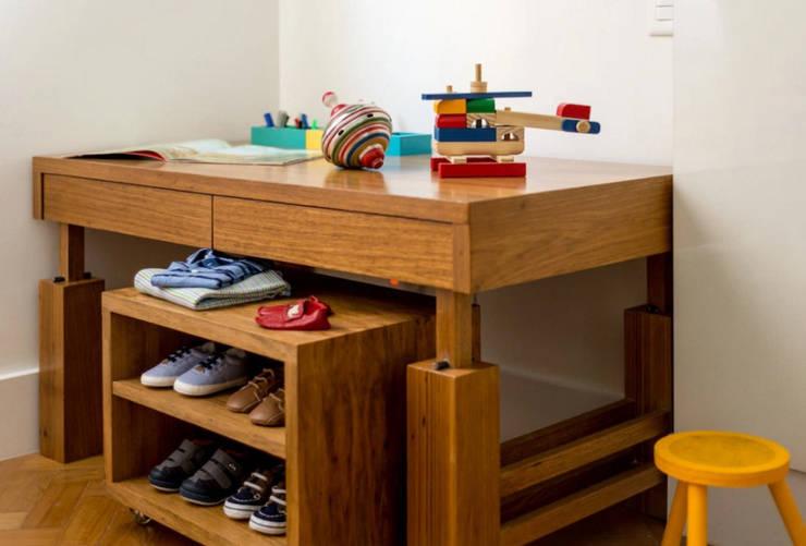 Baby novo no pedaço: Quarto infantil  por Hana Lerner Arquitetura