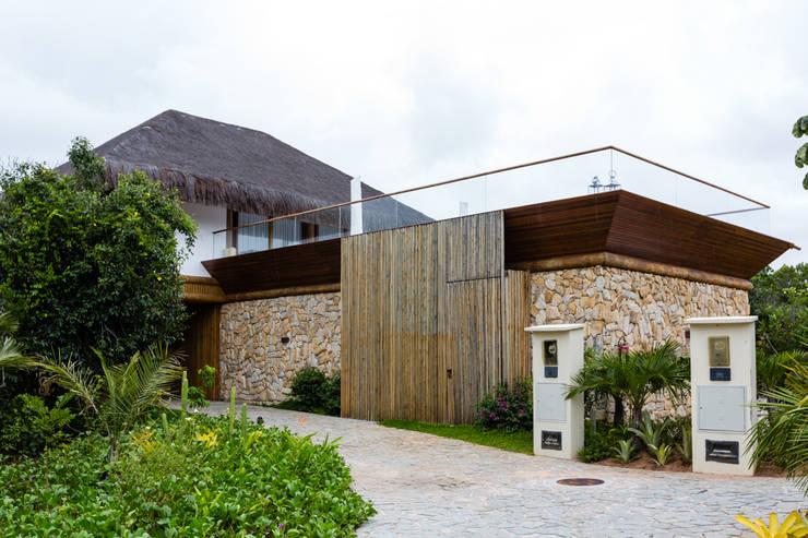 Casas de estilo  por Antônio Ferreira Junior e Mário Celso Bernardes