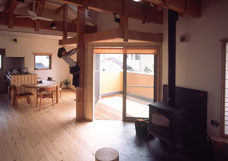 花小金井の家: (株)独楽蔵 KOMAGURAが手掛けたリビングです。