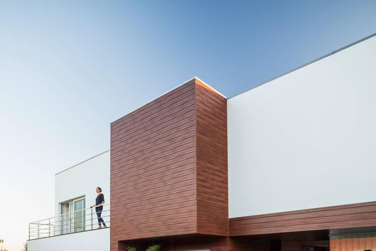 Casa em Deck:   por FRARI - architecture network