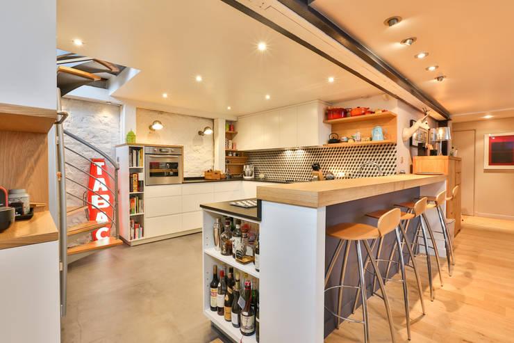 Cocinas de estilo moderno por LUSIARTE
