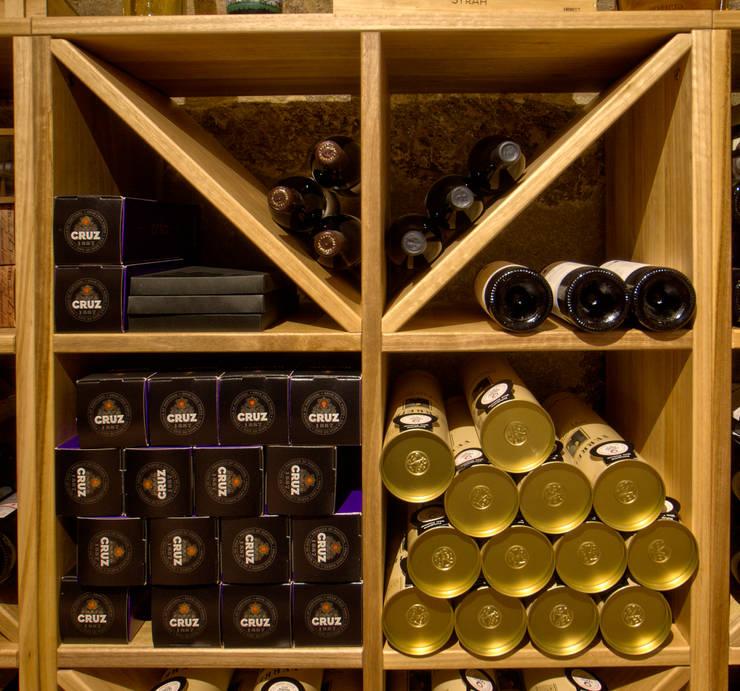 Cave: Cave à vin de style  par LUSIARTE