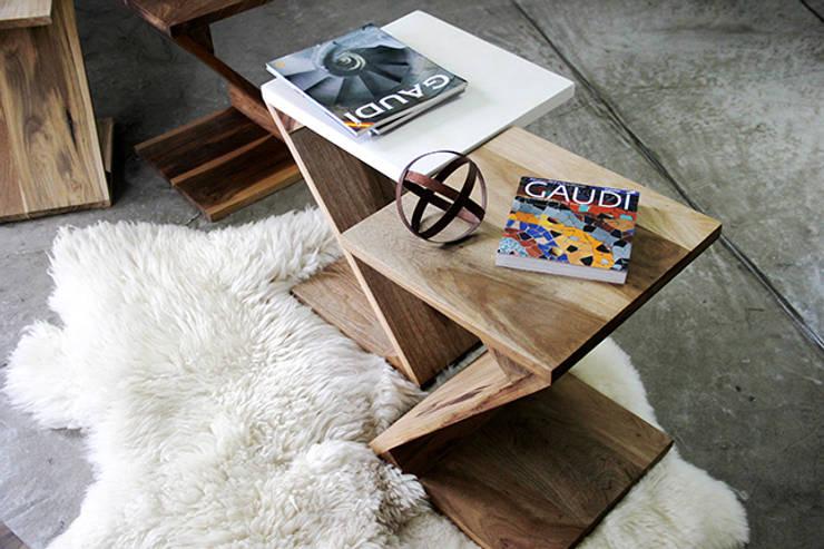 Zeta: Livings de estilo  por TRIZZ