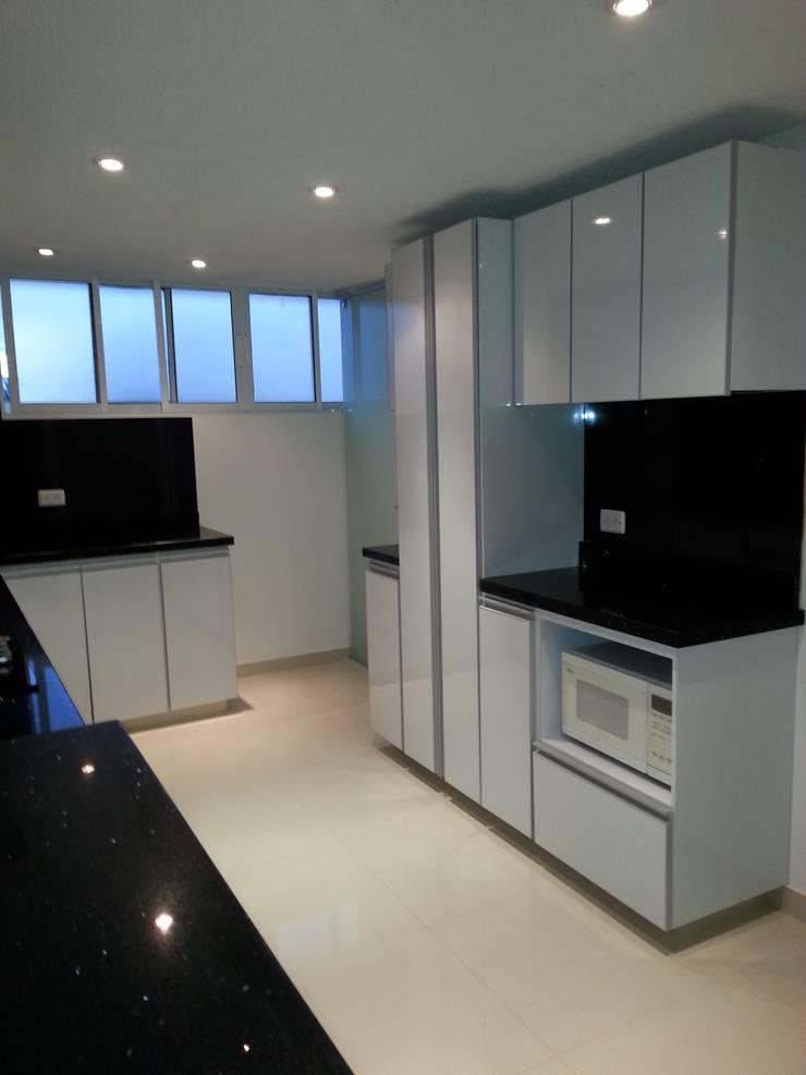 APTO. ENTRE RIOS - BOGOTÁ - 2012: Cocinas de estilo  por MS - CONSTRUCCIONES MARIO SOTO & Cìa S.A.S.