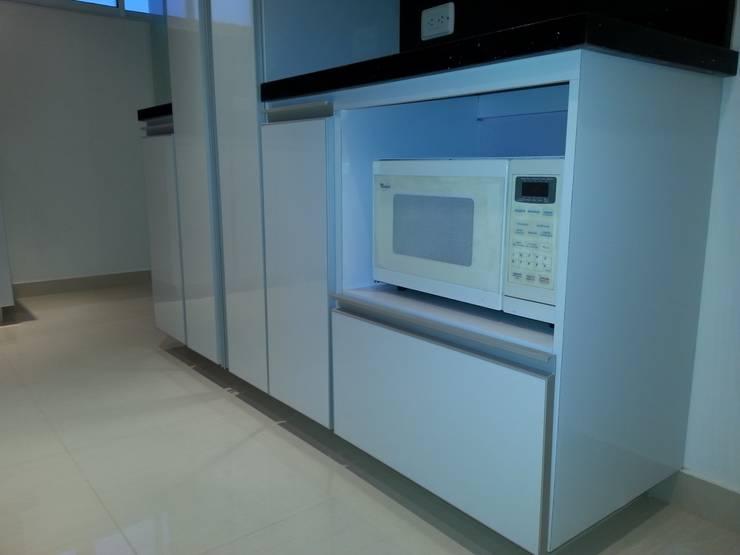 APTO. ENTRE RIOS – BOGOTÁ – 2012: Cocinas de estilo  por MS - CONSTRUCCIONES MARIO SOTO & Cìa S.A.S.