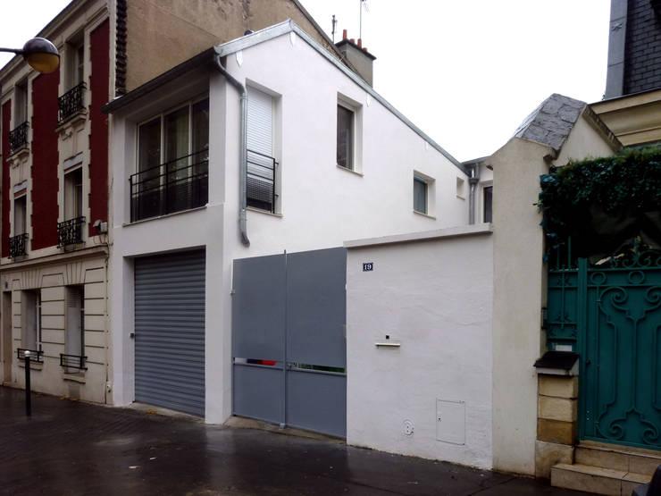 Surélévation d'un garage pour créer une chambre supplémentaire: Maisons de style de style Moderne par Olivier Stadler Architecte