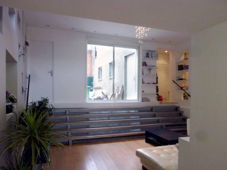 Extensions d'une maison individuelle : Salon de style de style Moderne par Olivier Stadler Architecte