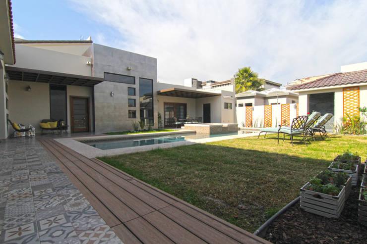 Bilbaoo Residencial : Jardines de estilo ecléctico por Lo Interior