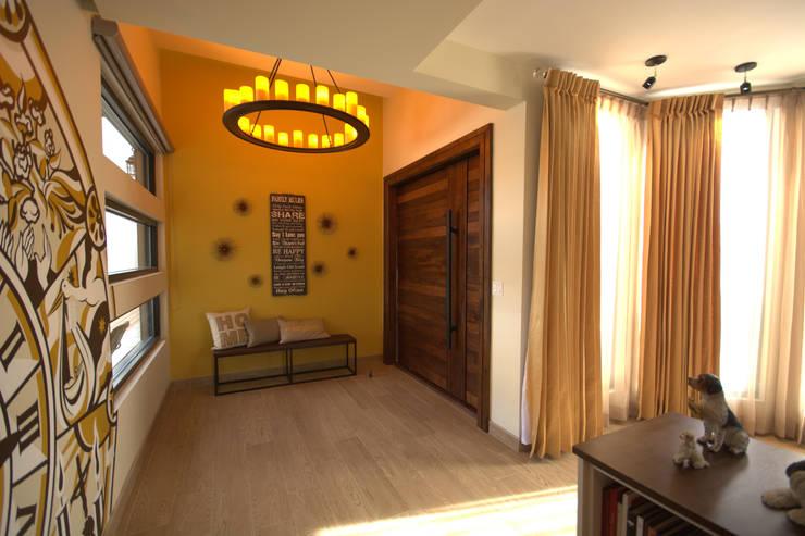 Bilbaoo Residencial : Pasillos y recibidores de estilo  por Lo Interior