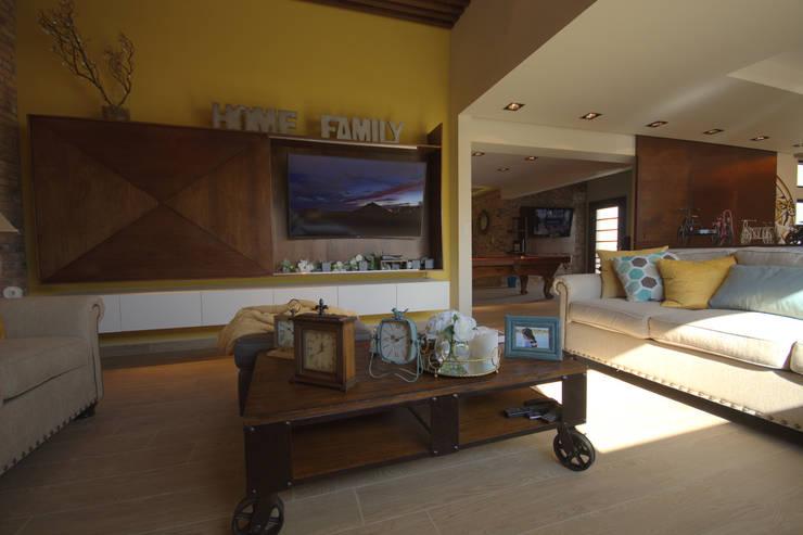 Bilbaoo Residencial : Salas multimedia de estilo ecléctico por Lo Interior