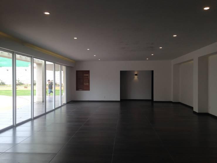 Salón de eventos Bodegas modernas de CESAR MONCADA S Moderno