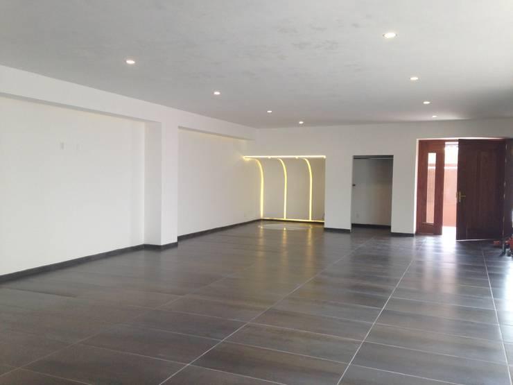 salón de eventos Salas multimedia modernas de CESAR MONCADA S Moderno