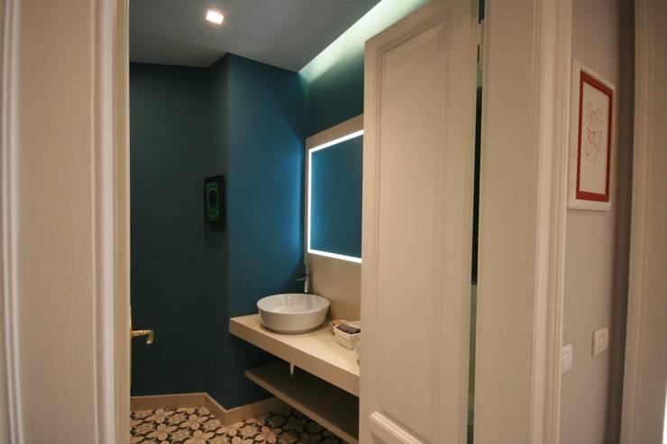 Salle de bains de style  par studiodonizelli, Moderne Marbre