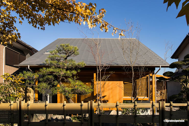 落ち着きのある和モダンの外観(El aspecto del estilo japonés moderno con la tranquilidad.): アグラ設計室一級建築士事務所 agra design roomが手掛けた家です。,